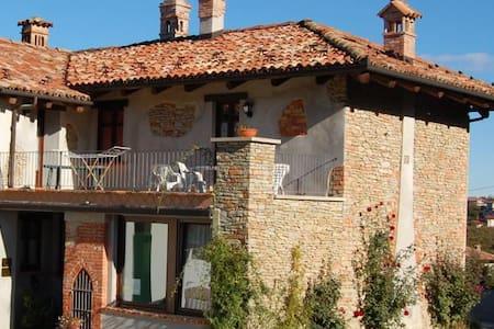 Casa nella natura - Montelupo Albese - Wikt i opierunek