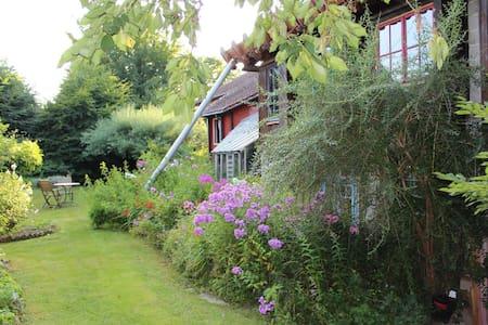 Petite chambre de charme dans maison ecologique - Amay