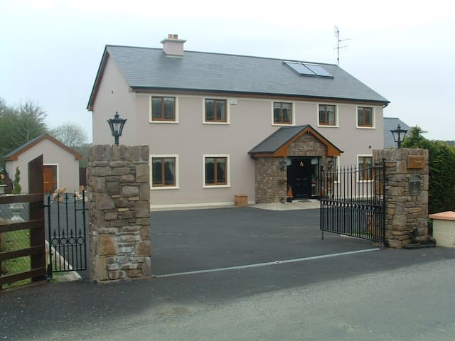 Woodlands Guesthouse, Co. Kerry - Farranfore - Bed & Breakfast