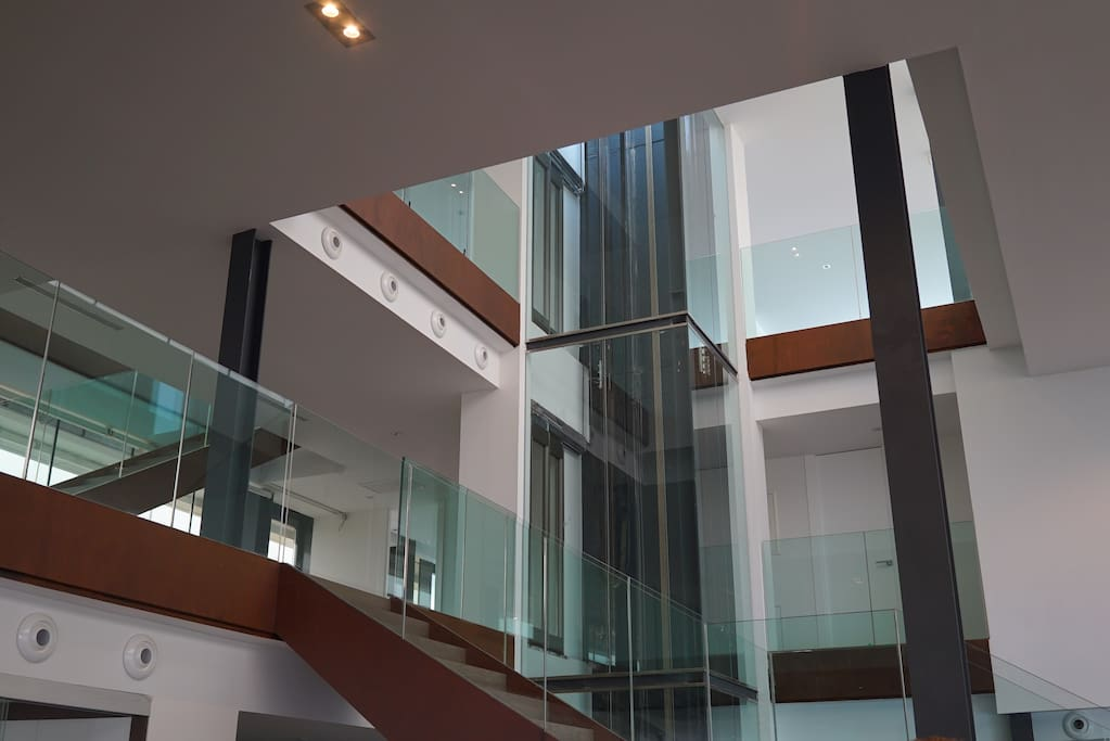 6 Floor internal glass elevator