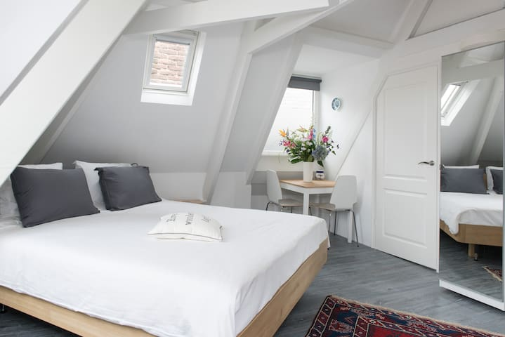 Comfy private studio in the heart of De Pijp