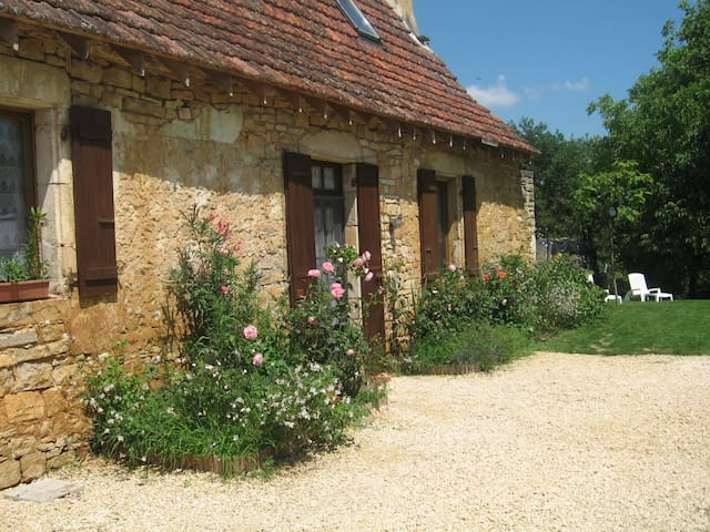 Old cottage house close to Sarlat, kid-friendly - Saint-Martial-de-Nabirat - Huis