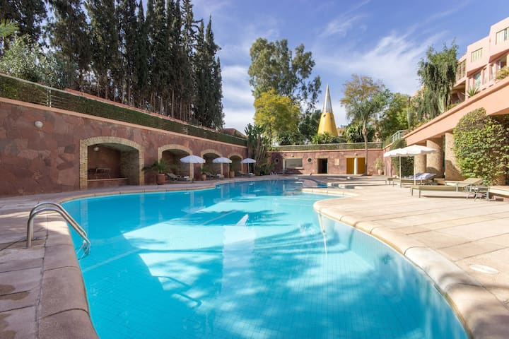 Superbe appart - piscine wifi clim - tb situé