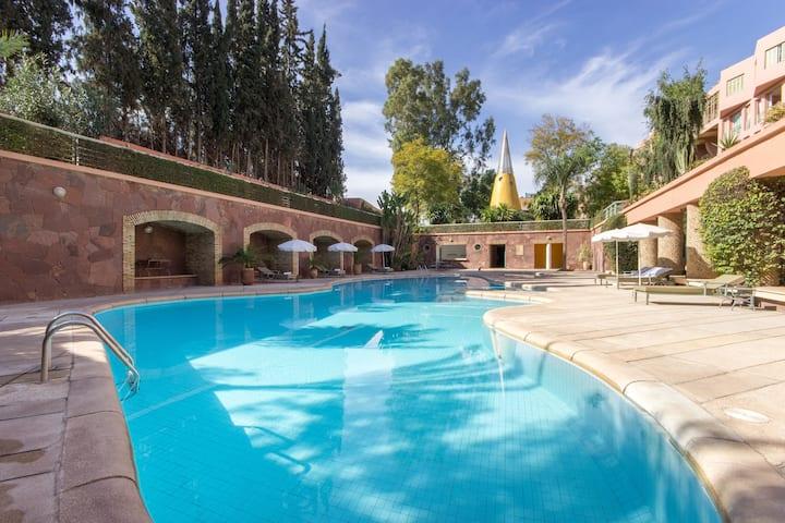 Superbe appart -piscine clim wifi IPTV - ttb situé