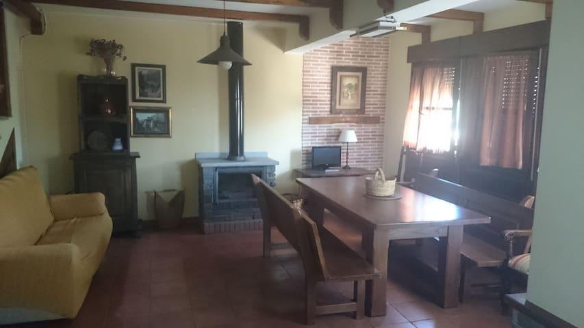 Casa en el entorno de El Bierzo. - Carracedelo