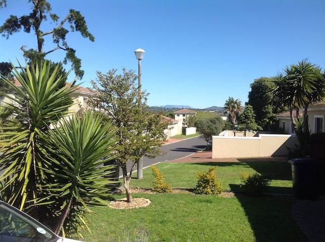House in secure complex in Goedemoed, Durbanville. - Cidade do Cabo