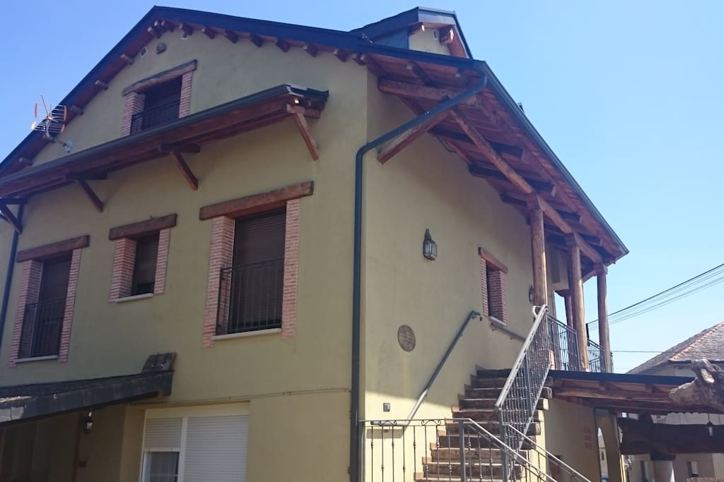 La casa vista en su fachada norte.