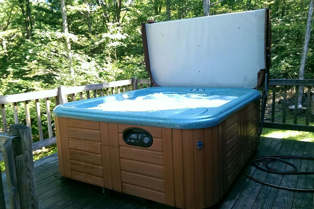 Nice sized hot tub. Easily fits four people. Open from May to October.