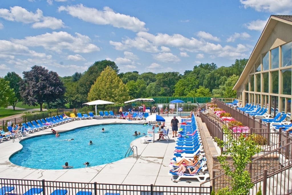 Abbey Springs Outdoor Pool
