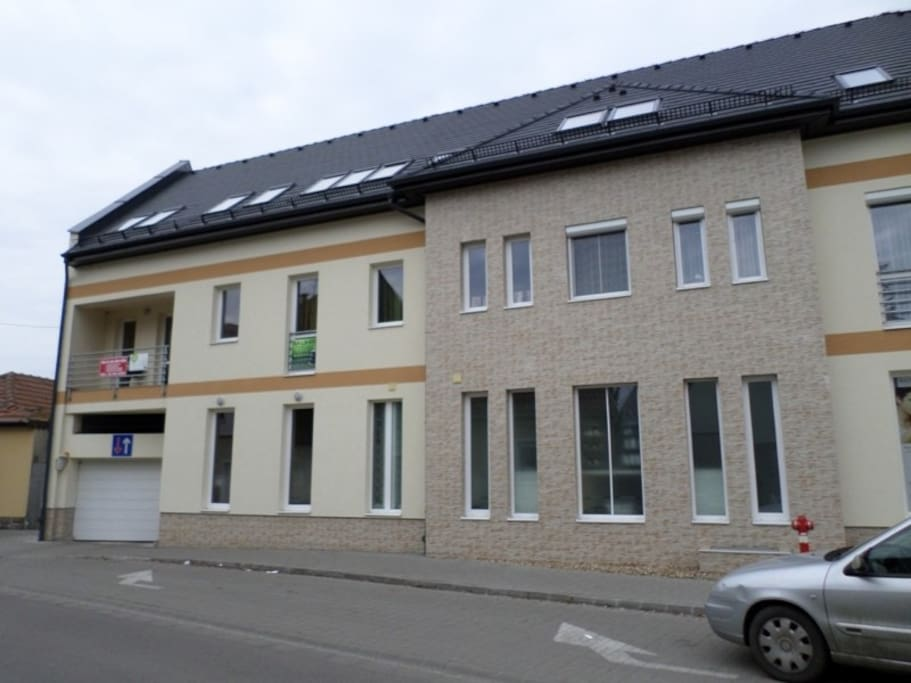 Az épület homlokzata