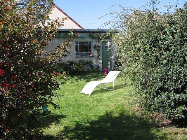 Chambre, salle d'eau privative et jardin - Caen - Casa