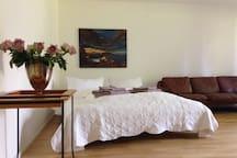 Moderne schöne Wohnung mit Terasse