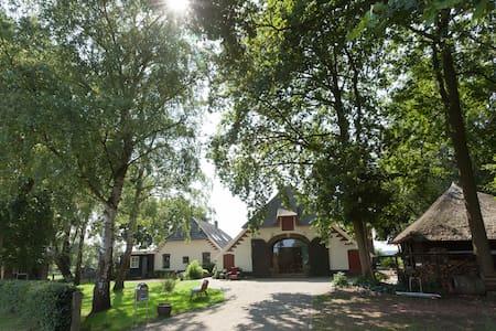 Prachtige ruimte in woonboerderij - Vierakker - Ház