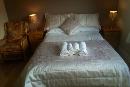 Private Ensuite Room in Town Centre