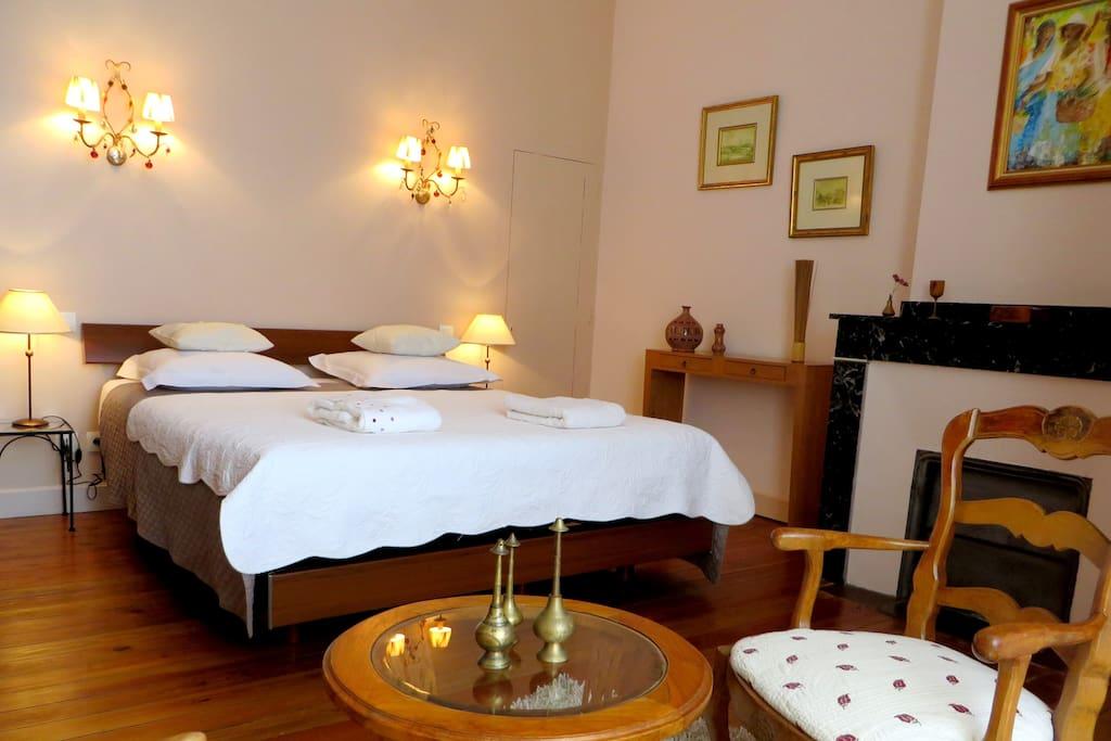 chambres d 39 h tes de charme b b chambres d 39 h tes louer. Black Bedroom Furniture Sets. Home Design Ideas
