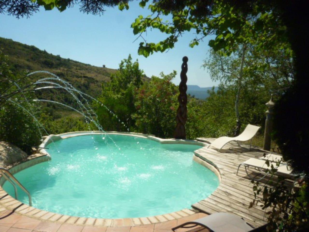La piscine pour nos 3 gites. Der Pool für unser 3 Ferienhäuschen.