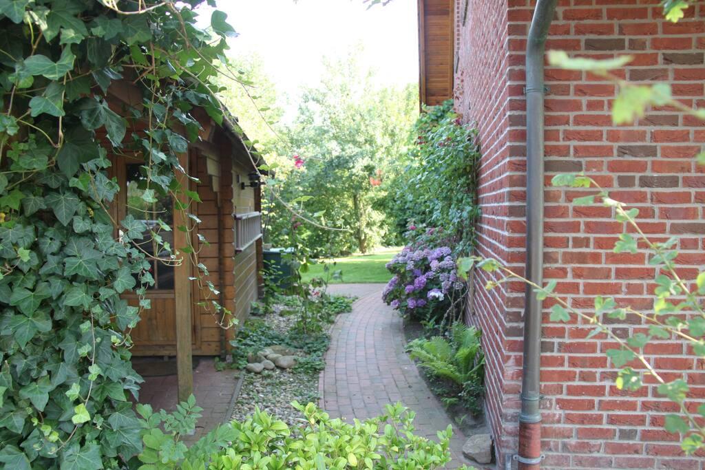 Hier geht´s in den Garten...