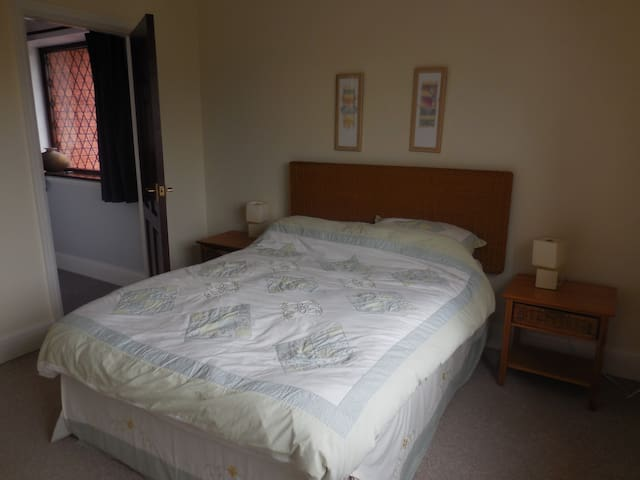 Double rooms in detached house - Cardiff