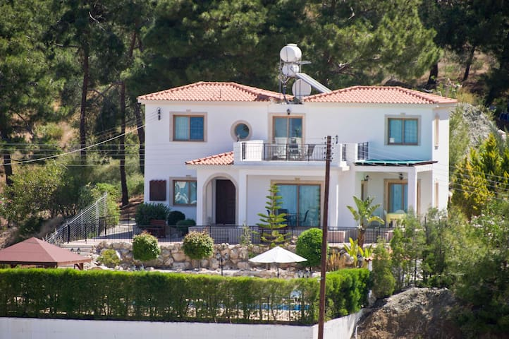 3 Bed Villa  - Pool - Sea Views - Argaka - Casa