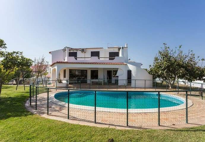 Big house with swimming pool- perfect for groups - Faro - Casa