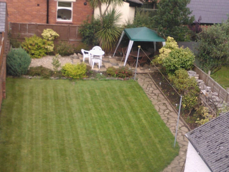 Well looked-after spacious garden with covered seating area