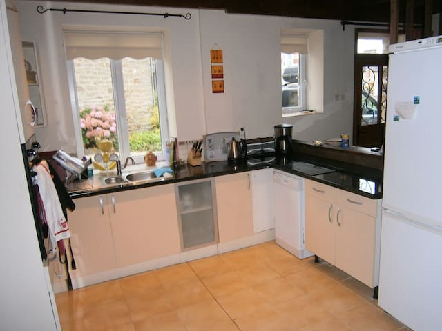 Gite Brittany sleeps 6 - Collinée - House