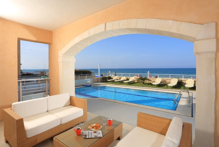 Beachfront villa in Rethymno, with pool and BBQ! - Rethymno - Villa