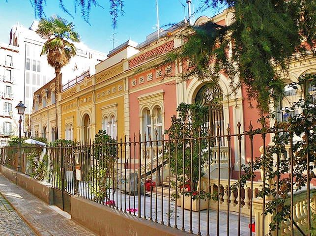 Central Townhouse Barcelona - Barcelona - Talo