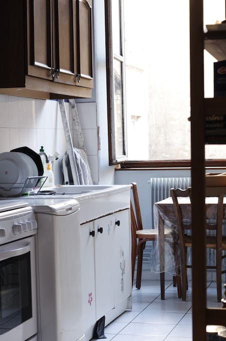 La cuisine est assez fonctionnelle et pratique.