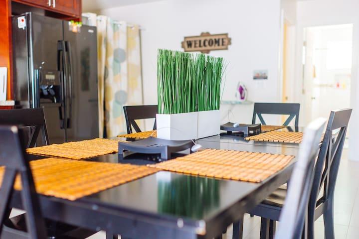 4Bed 2Bath W/ Kitchen & Parking 夏威夷檀香山 4室/2卫/1厅