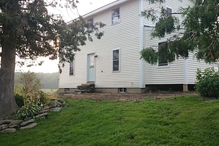 Comfortable Vermont farm house - Bakersfield - Hus