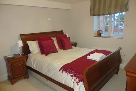 Sunny double bedroom in Old Brewery - Abingdon