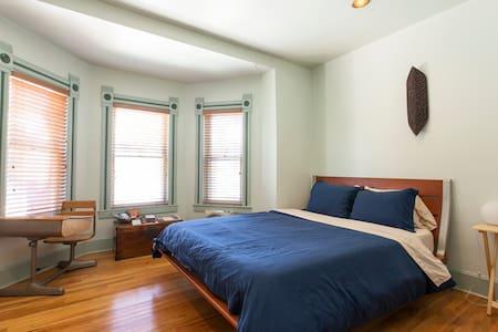 Cozy room near downtown  - Oriel