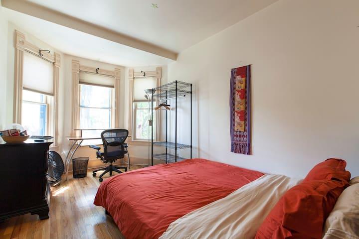 Cozy room near downtown - Jack