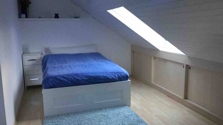 1-Zimmer Dachgeschoss mit Bad