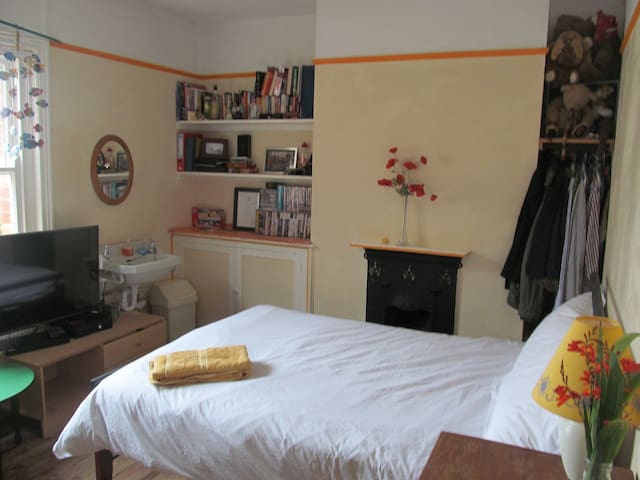 Charlies Room at the Pomme d'Or