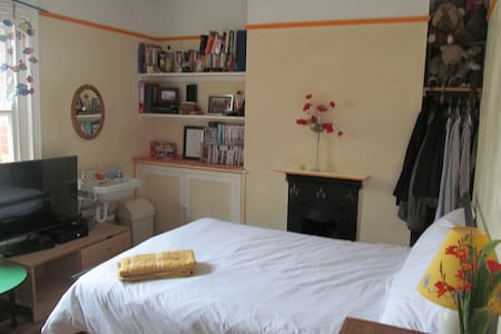 Charlies Room at the Pomme d'Or - Bridport