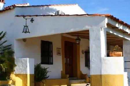 Casa Rural La Zafrilla - Jerez de los Caballeros