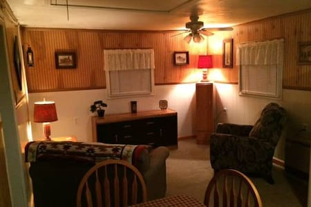 Cozy Cottage - Super Quiet - Acton - Hytte