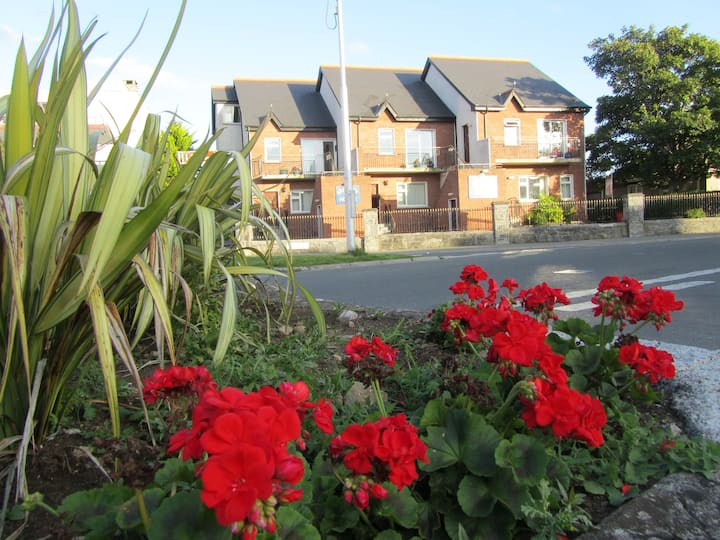 1 bedroom apartment, Salthill, Village.