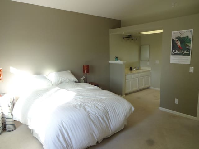 Private Master Suite. Large & Quiet - Costa Mesa - Hus