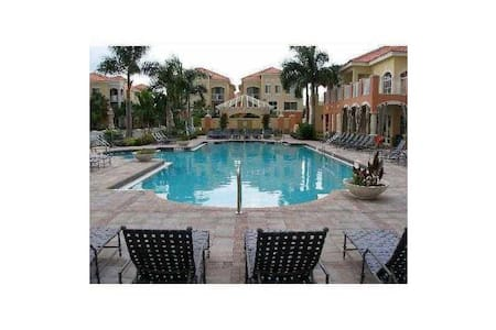 Large Room with Private Bathroom, PBG, FL - Palm Beach Gardens