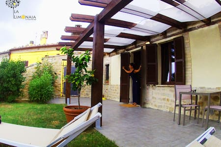 """Old Lemon House"" - Nidastore B&B - Arcevia - Bed & Breakfast"