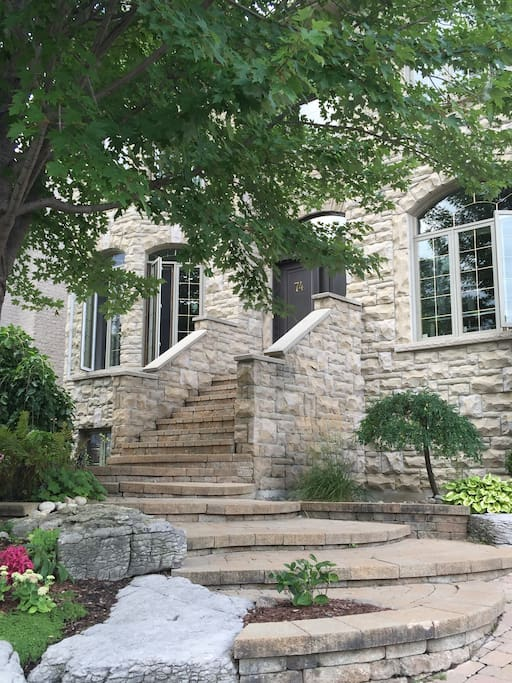 Beautiful stone home on a quiet street backing onto Rivermead golf course. Cross the street for access to the main biking trails along the Ottawa River. Paved trail through the woods takes you directly to Ottawa or to Aylmer or zip into Gatineau Park for