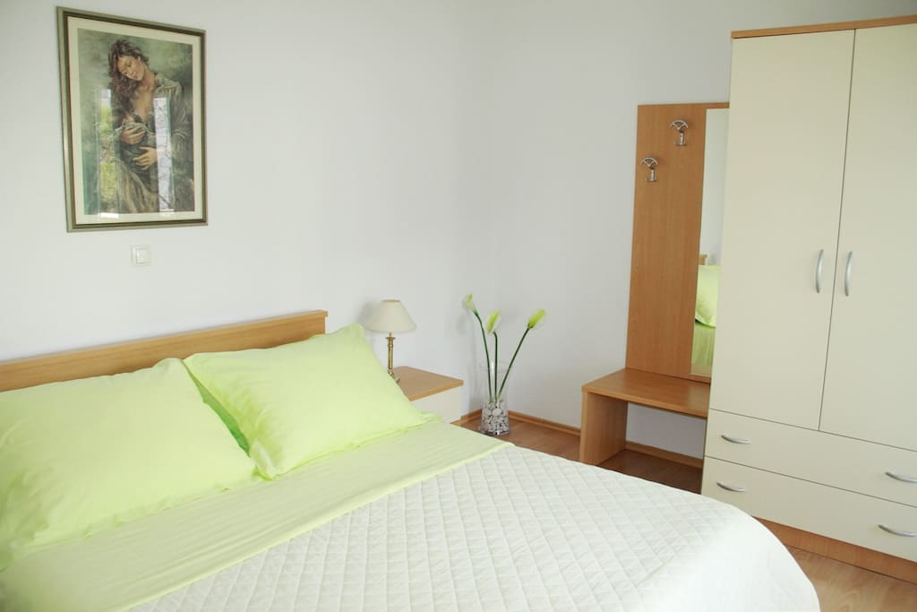 Double bedroom - king size bed