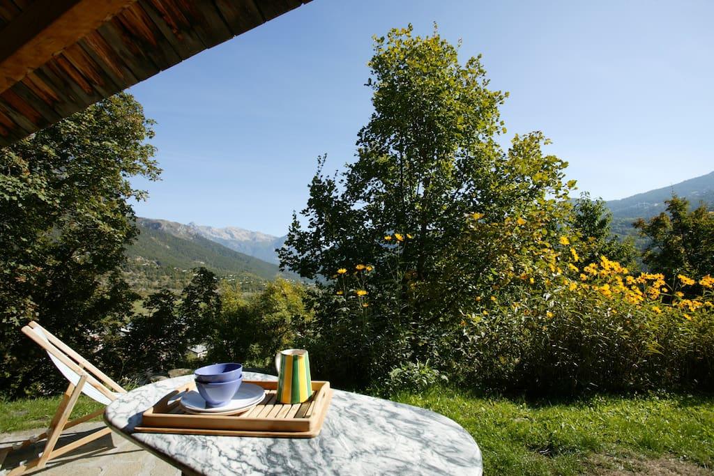 belle vue sur les montagnes, l'appartement domine le village de Vallouise