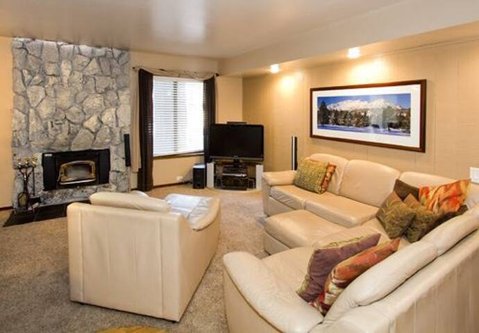 HZ183- Modern Two Bedroom - Mammoth Lakes - Flat