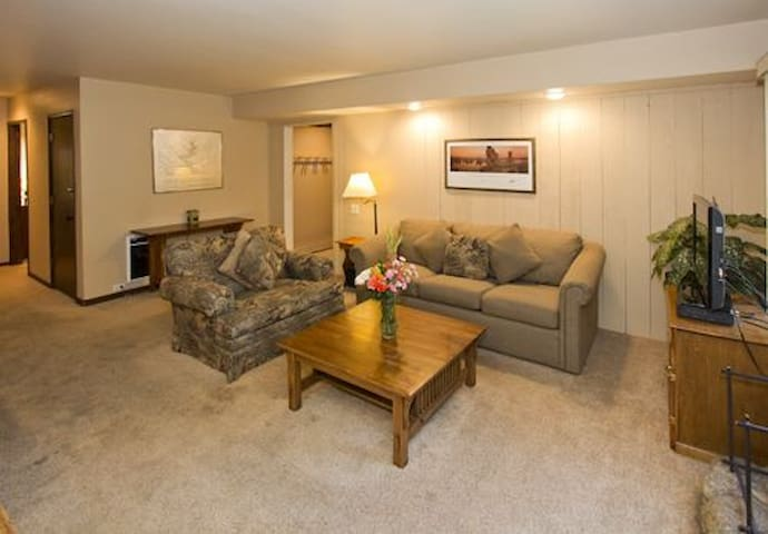 HZ181- Lovely Two Bedroom - Mammoth Lakes - Flat