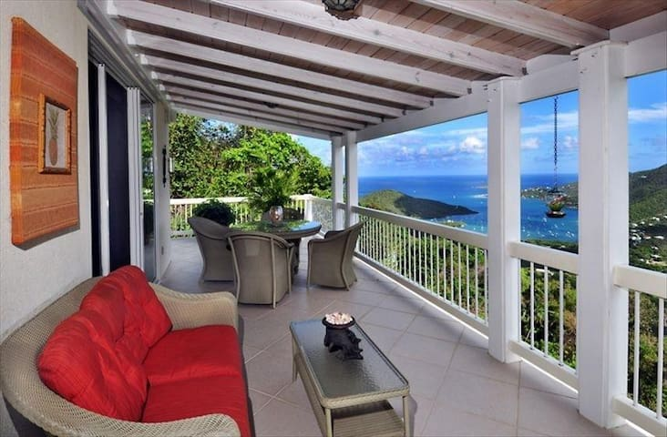 Villa Morena: Hillside Retreat with Amazing Views! - Coral Bay - Villa