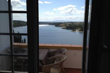 Sunny apartment with river view - Martinchel - Casa